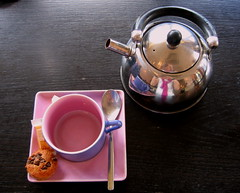 tea for one (cosmo-girl) Tags: pink france hot silver cafe tea beverage gourmet infusion kettle mug teapot teaceremony presentation te colourful teabreak char herbaltea teatime tee cha afternoontea serving chai teaparty brasserie steep consumption sucre cuppa camelliasinensis ordinarythings cupandsaucer teacake thirstquencher antioxidant steeping teainfuser tisane acupoftea breakfasttea lethe lavendertea cupoftheday chaay pinkcupandsaucer catechins unetassedethe