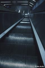Metallic shine (ale arillo) Tags: madrid slr metal stairs underground spain nikon shine metro mtro escalera step ubahn espagne metropolitana spanien escaleras spagna escalones brillo mecnica picado metlico untergrundbahn subterrneo fluchtpunkt