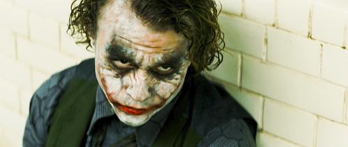 Heath Ledger nei panni del Joker in una scena de Il Cavalieriere Oscuro