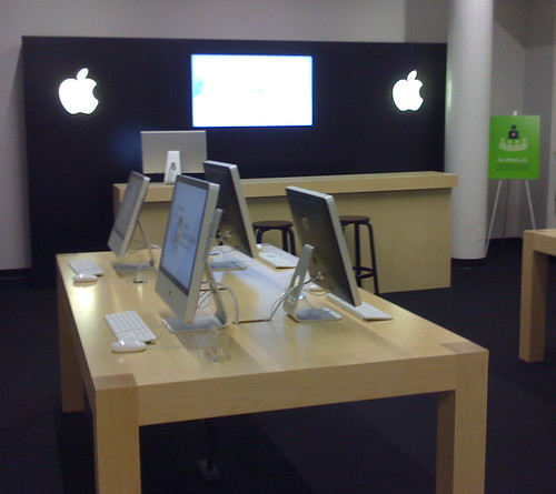 Future Shop's Apple Store