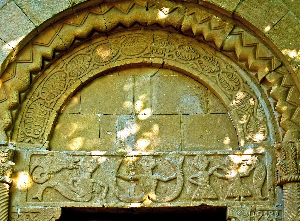 Pieve di Corsignano-Outside Decorations
