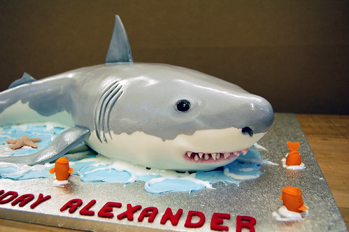 sharkshapedcake2