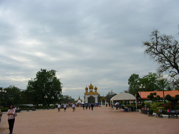 Комплекс Пха Тхат Луанг. Pha That Luang Golden Stupa.