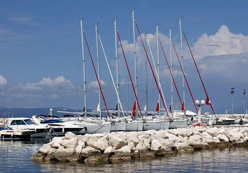 8 sailing boats