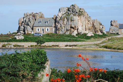 La maison entre deux rochers a photo on flickriver - Maison entre deux rochers ...