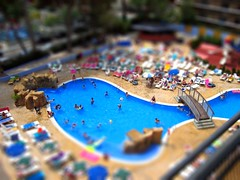 salou pool-tiltshift