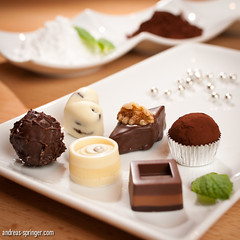 Sweet Temptation (Andreas Springer) Tags: light food white studio licht essen nikon candy bokeh sb600 nougat tasty sweets marzipan blitz schokolade speedlight softbox strobe cls schrfentiefe lecker fokus walnuss pralinen kakao weis puderzucker trffel creativelightingsystem strobist sb900 sswaren weiseschokolade