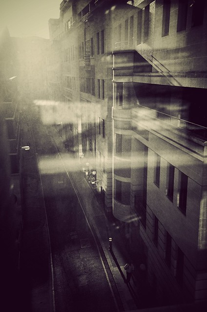 5848563714 8a5355b122 z London Noir & Analog   10 Subtle Artistic #Lomo Photos By Gavin Hammond