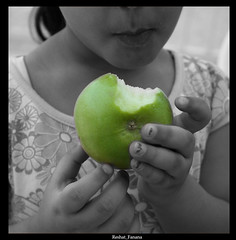 yeeh ! am a healthy Girl! (reshat_fanana(Back!!)) Tags: portrait cute green apple girl kuwait q8 reshat fanana