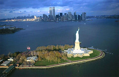 The Statue of Liberty, Liberty Island, New York (curreyuk) Tags: usa newyork statue america liberty manhattan statueofliberty bigapple libertyisland currey platinumheartaward grahamcurrey curreyuk peachofashot