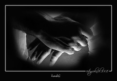hands2... (ertugrulincel) Tags: light blackandwhite bw turkey hands trkiye sb eller k siyahbeyaz grouptripod