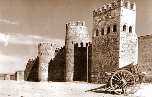 Carro junto a la Muralla, Toledo.