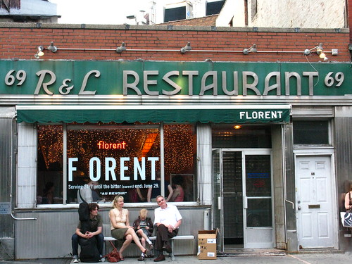 Restaurant Florent waiting for the end