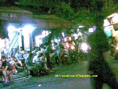 Bia Hoi crowd