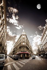 Almost not photoshoped... (VeNiVi) Tags: street sunset sky sun moon paris cars architecture clouds lune group dream ciel vision nuages rue coucherdesoleil voitures rve croisement vision1000 visiongroup vision100 francesmasterpieces