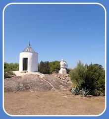 Statua di Garibaldi (Alessandro Mari) Tags: sardegna photo foto monumento olympus garibaldi cartolina isola bello caprera vegetazione olympussp570