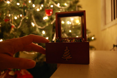 7 Days: 6  Mr. Christmas Music Box