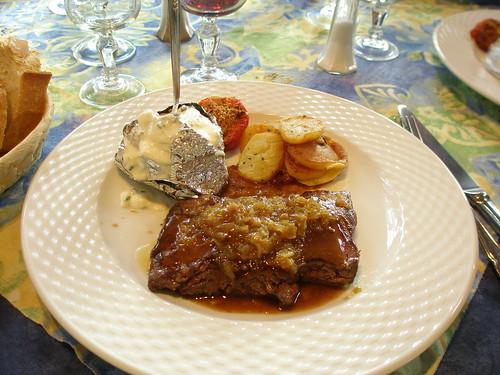 21.12.08 Lunch at Les Tilleuls in Souillac - Main Courses - Pavé de boeuf, pommes boulangères et échalote confite