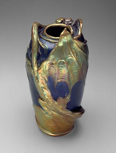 010  Jarron-Hungria-autor Mack Lajos- alrededor de 1900-barro vidriado y pulido-© 2009 Museum of Fine Arts, Boston