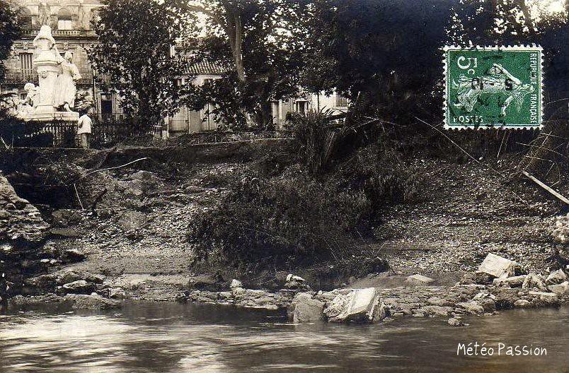 brèche square Molière à Pézenas en septembre 1907