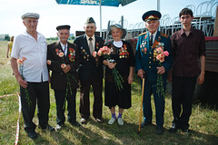 Russian veterans (k.dmitrijewa) Tags: portrait digital canon russia wwii elderly ww2 groupphoto reenactment reenactors russie veterans reportage rievocazionestorica secondworldwar stalingrad segundaguerramundial russland  rekonstrukcja zweiterweltkrieg secondeguerremondiale tweedewereldoorlog recreacinhistrica 40d   canon40d reconstitutionhistorique msodikvilghbor pennyjey   historyczna renactment surovikino    stalingradfront