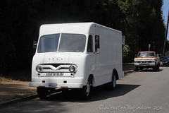 Ford P- series Bakery truck P350,P400 or P500 +/- 1960 (Wouter Duijndam) Tags: california ford truck us losangeles duty tire tires bakery delivery dual heavy 1960 p500 rears pseries p400 verenigdestaten p350 wouterduijndam 5867e