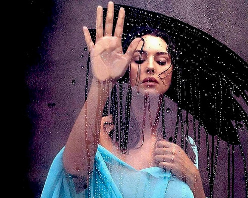 Monica Belucci wet celebrity pictures 2