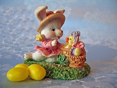 Lessons From The Easter Bunny (S h e l l y) Tags: bunnies easter spring jellybeans easterdecoration authorunknown spring2008 easter2008 lessonsfromtheeasterbunny sweettartjellybeans
