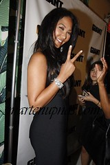 kimora lee throwing up the peace sign