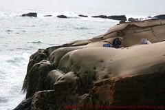 Weathered Rocks and Erosion 272 Yeliou  (Badger 23 / jezevec) Tags: ocean fisherman rocks alone taiwan 2006 greenbay lone formosa   kina  rocas loan roches oceano felsen  wanli rotsen oceaan ocano rochas northeastcoast  roccie  ozean taipeicounty  jezevec   yeliou        republikken   taiwn 20061124 tajwan  tchajwan  i      felcueibay wanlitownship republikchina thivn