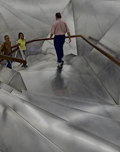 Escalera futurista