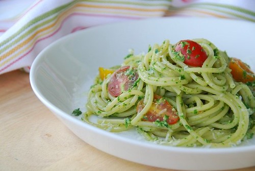 arugula pesto pasta with tomatoes