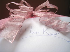 تِنْحَط عَلى الجَرْح يـِبْرى (eL reEem eL sro0o7e ♥) Tags: birthday pink moon card ribbon kamel