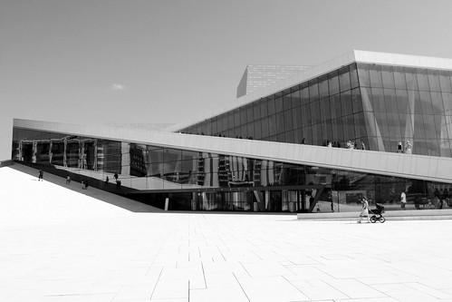 Opera w Oslo - cud natury wyłaniąjący się z morza