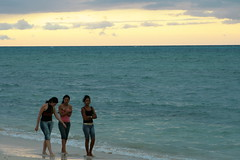 girls at playa guardalavaca