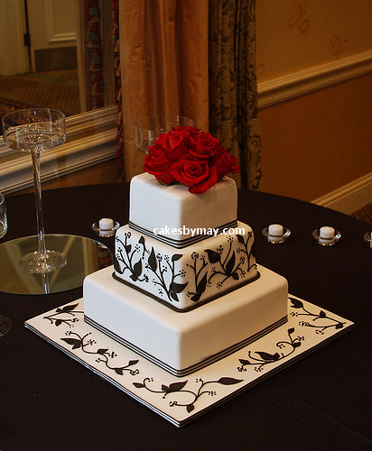 Black and White Wedding Cake por Cakes by Maylene.