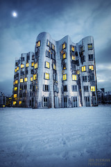 Winter Wonderland (Jrg Dickmann) Tags: schnee winter snow cold building topf25 architecture germany geotagged deutschland cool topf50 gehry freeze architektur nrw canon5d dusseldorf cinematic hafen dsseldorf topf100 frankgehry duesseldorf topf200 wintry neuerzollhof medienhafen canon1740 mediaharbour winterly unterbilk mediaharbor jrgdickmann hibernal geo:lat=51216501 geo:lon=67576