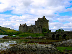 Chiss se c' il fantasma / I wonder if there is a ghost (AndreaPucci) Tags: castle scotland holidays day estate cloudy ghost eilean donan fantasma eileandonan vacanze 2007 scozia andreapucci