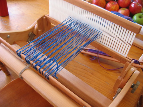 A weft yarn: Weaving with the Ashford Knitter's Loom