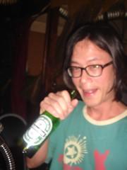 志堅 喝 啤酒