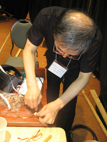 Tetsuo Kogawa demonstrates how to make antenna