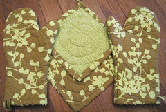 Kitchen Set for Holly (crafty bean) Tags: hot green amy oven sewing pad butler quilted mitt