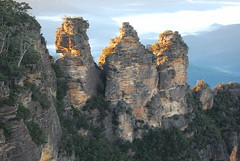 Sunrise - Three Sisters (Atilla2008) Tags: mountains sunrise bluemountains threesisters australiana
