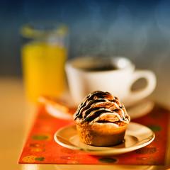 (kktp_) Tags: macro coffee breakfast thailand toys miniature nikon dof bokeh orangejuice muffin rement d80 105mmf28gvrmicro ehbd cafebokeh