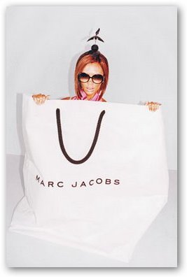 Victoria Beckham in Marc Jacobs Bag