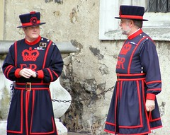tower of london/ beefeaters, warder,yeomen (top_gun_1uk) Tags: uk england london tower castle castles king towers royal palace queen queens kings henryviii toweroflondon royalpalace cityoflondon henrytheeighth royalresidents
