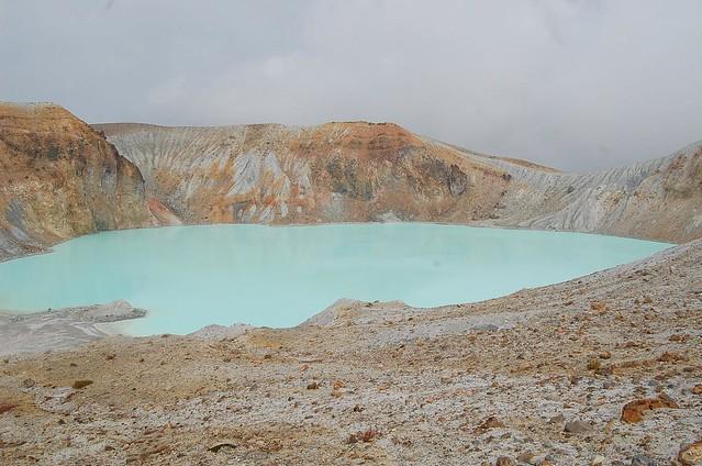 白根火山 湯釜