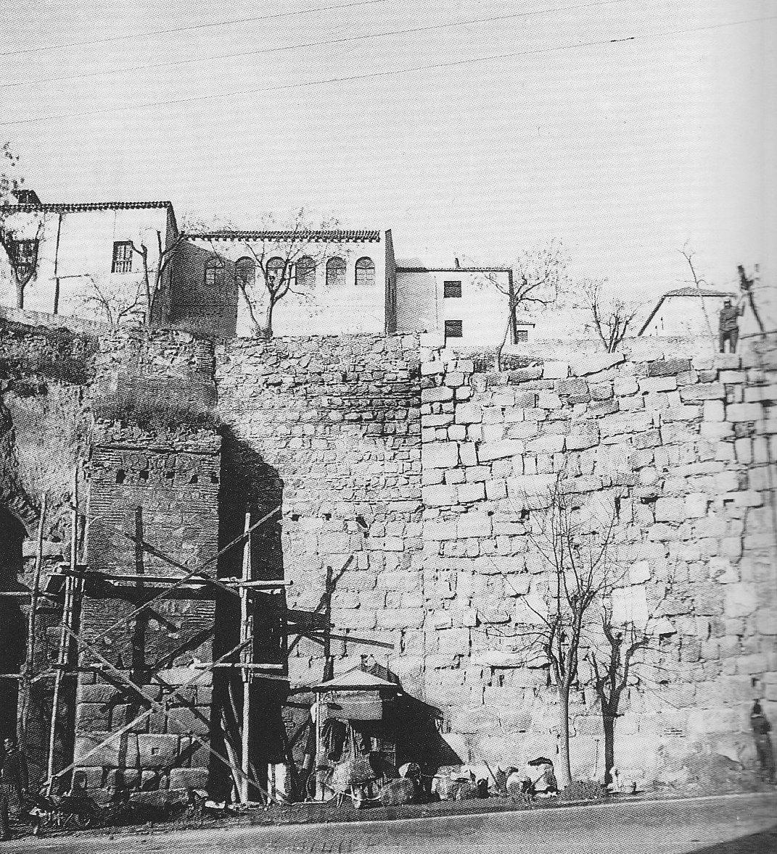 Reconstrucción de la Puerta de Alcántara. Foto Rodríguez