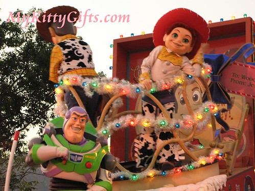 Hello Kitty's View of Buzzlightyear in 'Let it Snow' Christmas Parade, Hong Kong Disneyland