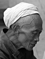Bye bye China -  (5ERG10) Tags: china street old portrait bw man smile face sergio nikon weathered  guizhou  zhongguo zunyi d80 nohdr  nikkor18135 amiti 5erg10 sergioamiti